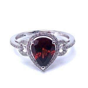 Ladies Garnet & Diamond Ring