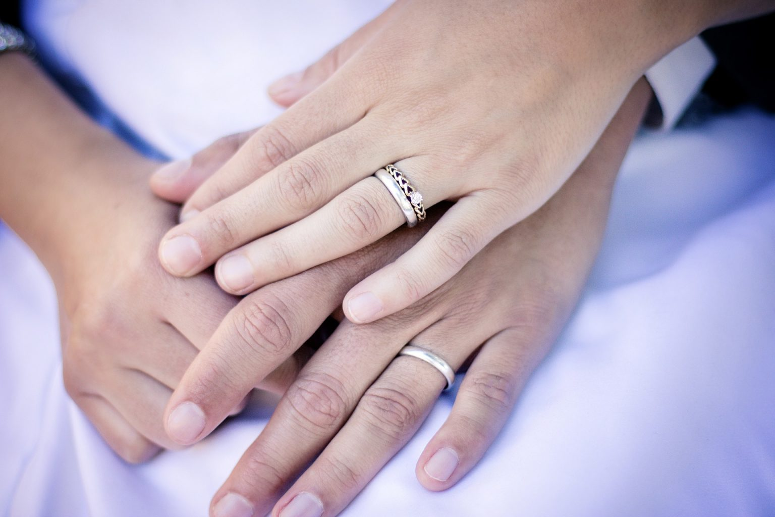 ENGAGEMENT RINGS 101: THE DOS AND DON'TS OF ENGAGEMENT RING CARE