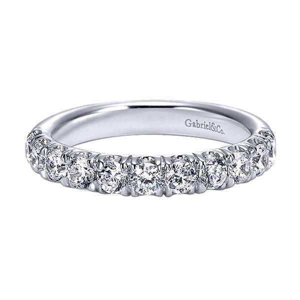 https://www.henrywilsonjewelers.com/upload/product/5b9d00350bcfe510f6090419_right-one.jpg