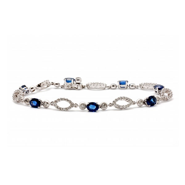 https://www.henrywilsonjewelers.com/upload/product/5bb37e2ce59e340dbe0fdb97_5b5f71b0bb5a83aad82426a5_240-00127.jpg
