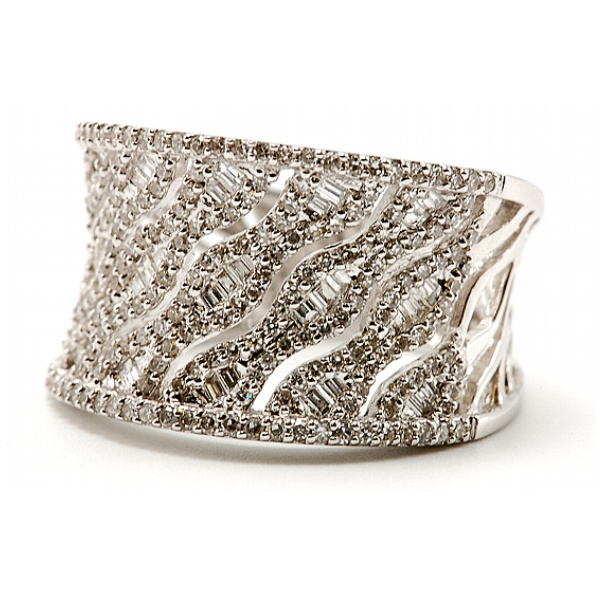 https://www.henrywilsonjewelers.com/upload/product/5bdb5fff0709efa22343e146_130-00403.jpg