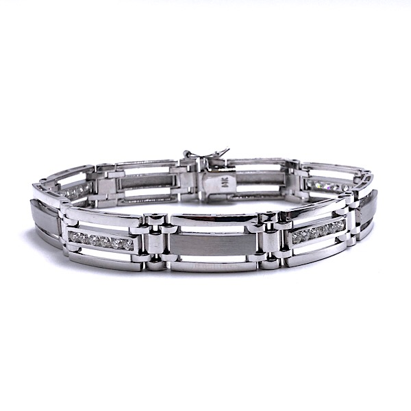https://www.henrywilsonjewelers.com/upload/product/5c92847e2b74c6063fbcad76_170-00304.jpg