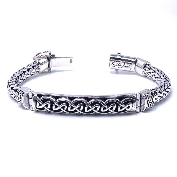 https://www.henrywilsonjewelers.com/upload/product/5e334a9ce2ac9376ebfb27fd_610-01028.jpg
