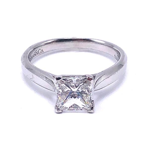 https://www.henrywilsonjewelers.com/upload/product/5f106dea396998051851620b_100-01831.jpg