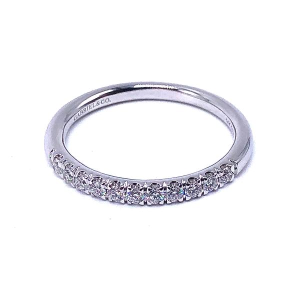 https://www.henrywilsonjewelers.com/upload/product/5f1dd0fc53f18216247c1cca_110-02009.jpg